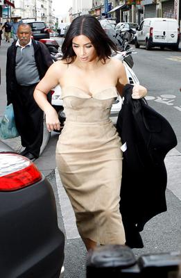 Kim Kardashian leaves a luxury shop in Paris, Wednesday, May 21, 2014.  The gates of the Chateau de Versailles, once the digs of Louis XIV, will be thrown open to Kim Kardashian, Kanye West and their guests for a private evening this week ahead of their marriage  (AP Photo/Remy de la Mauviniere)
