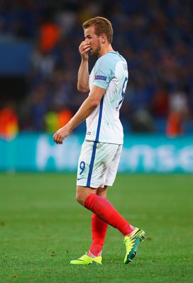 NICE, FRANCE - JUNE 27: Harry Kane of England reacts during the UEFA EURO 2016 round of 16 match between England and Iceland at Allianz Riviera Stadium on June 27, 2016 in Nice, France.  (Photo by Lars Baron/Getty Images)