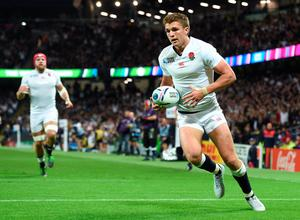 England's centre Henry Slade (R) runs in to score England's fifth try during the Pool A match of the 2015 Rugby World Cup between England and Uruguay at Manchester City Stadium in Manchester, northwest England, on October 10, 2015. AFP PHOTO / PAUL ELLIS
