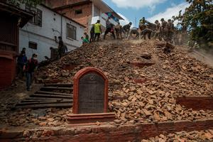Volunteers and emergency workers search for bodies buried under the debris of one of the temples at Basantapur Durbar Square on April 27, 2015 in Kathmandu, Nepal. (Photo by Omar Havana/Getty Images)