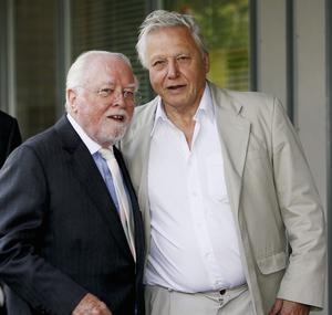 (FILE PHOTO) British Film Actor And Director Lord Richard Attenborough Dies Aged 90 LEICESTER, ENGLAND - JULY 13:  Lord Richard Attenborough and Sir David Attenborough pose outside the 'Richard Attenbororugh' Building at the University of Leicester, before they are awarded the title of Distinguished Honorary Fellowships from the University of Leicester, at De Montfort Hall on July 13, 2006 in Leicester, England. (Photo by Matthew Lewis/Getty Images)