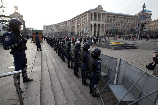 Ukrainian Interior ministry soldiers guard the Independence Square in downtown Kiev, Ukraine, on Saturday, Nov. 30, 2013. Demonstrators in the Ukrainian capital have converged on a square outside a monastery where protesters driven away in a pre-dawn clash with police were taking shelter. Early Saturday, officers in riot gear moved against several hundred protesters at Independence Square in the city center, beating some with truncheons. Protesters are angered by President Viktor Yanukovych's refusal to sign an association agreement with the European Union and have vowed to continue demonstrating despite the harsh police response.  (AP Photo/Ivan Sekretarev)