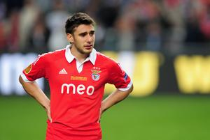 AMSTERDAM, NETHERLANDS - MAY 15: A dejected Eduardo Salvio of Benfica looks on during the UEFA Europa League Final between SL Benfica and Chelsea FC at Amsterdam Arena on May 15, 2013 in Amsterdam, Netherlands.  (Photo by Jamie McDonald/Getty Images)