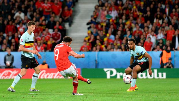 Wales' Hal Robson-Kanu (centre) scores his sides second goal of the game during the UEFA Euro 2016, quarter final match at the Stade Pierre Mauroy, Lille. PRESS ASSOCIATION Photo. Picture date: Friday July 1 2016. See PA story SOCCER Wales. Photo credit should read: Joe Giddens/PA Wire. RESTRICTIONS: Use subject to restrictions. Editorial use only. Book and magazine sales permitted providing not solely devoted to any one team/player/match. No commercial use. Call +44 (0)1158 447447 for further information.
