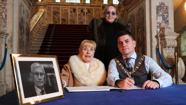 A book of condolence for Seamus Mallon has been opened at Belfast City Hall.