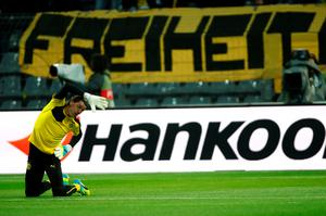 Dortmund's goalkeeper Roman Weidenfeller warms up pitch prior to the UEFA Europe League quarter-final, first-leg football match Borussia Dortmund vs Liverpool FC in Dortmund, western Germany on April 7, 2016. / AFP PHOTO / ODD ANDERSENODD ANDERSEN/AFP/Getty Images