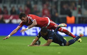 MUNICH, GERMANY - APRIL 09:  Mario Mandzukic of Bayern Muenchen challenges Antonio Valencia of Manchester United during the UEFA Champions League Quarter Final second leg match between FC Bayern Muenchen and Manchester United at Allianz Arena on April 9, 2014 in Munich, Germany.  (Photo by Lars Baron/Bongarts/Getty Images)