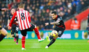 Liverpool's Philippe Coutinho scores his teams first goal of the game during the Barclays Premier League match at St Mary's, Southampton. Chris Ison/PA Wire.