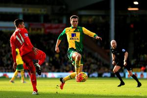 NORWICH, ENGLAND - JANUARY 23: Jonathan Howson of Norwich City controls the ball during the Barclays Premier League match between Norwich City and Liverpool at Carrow Road on January 23, 2016 in Norwich, England.  (Photo by Stephen Pond/Getty Images)
