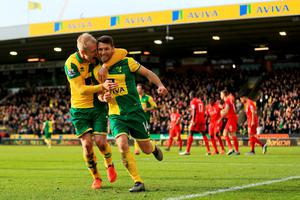 NORWICH, ENGLAND - JANUARY 23:  Wes Hoolahan (R) of Norwich City celebrates scoring his team's third goal with his team mate Steven Naismith (L) during the Barclays Premier League match between Norwich City and Liverpool at Carrow Road on January 23, 2016 in Norwich, England.  (Photo by Stephen Pond/Getty Images)