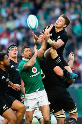 CHICAGO, IL - NOVEMBER 05:  Beauden Barrett of the New Zealand All Blacks spills the high ball during the international match between Ireland and New Zealand at Soldier Field on November 5, 2016 in Chicago, United States.  (Photo by Phil Walter/Getty Images)