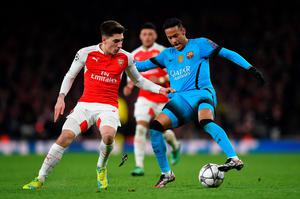 LONDON, ENGLAND - FEBRUARY 23:  Neymar of Barcelona is challenged by Hector Bellerin of Arsenal during the UEFA Champions League round of 16, first leg match between Arsenal FC and FC Barcelona at the Emirates Stadium on February 23, 2016 in London, United Kingdom.  (Photo by Shaun Botterill/Getty Images)
