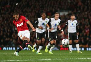 MANCHESTER, ENGLAND - OCTOBER 29: Javier Hernandez of Manchester United scores from the penalty spot during the Capital One Cup fourth round match between Manchester United and Norwich City at Old Trafford on October 29, 2013 in Manchester, England.  (Photo by Clive Brunskill/Getty Images)