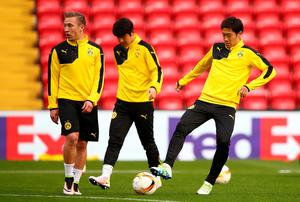 LIVERPOOL, ENGLAND - APRIL 13:  Shinji Kagawa of Borussia Dortmund controls the ball during a training session ahead of the UEFA Europa League quarter final between Liverpool and Borussia Dortmund at Anfield on April 13, 2016 in Liverpool, United Kingdom.  (Photo by Clive Brunskill/Getty Images)