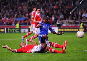 AMSTERDAM, NETHERLANDS - MAY 15:  Luisao of Benfica tackles Ramires of Chelsea during the UEFA Europa League Final between SL Benfica and Chelsea FC at Amsterdam Arena on May 15, 2013 in Amsterdam, Netherlands.  (Photo by Michael Regan/Getty Images)
