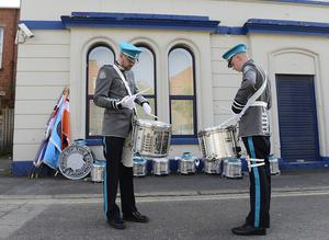 PACEMAKER BELFAST 22/04/2019 The Apprentice Boys annual Easter Monday parade in East Belfast. Bandsmen getting warmed up for the parade in Belfast. Picture By: Arthur Allison/Pacemaker Press