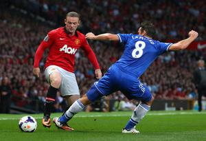 MANCHESTER, ENGLAND - AUGUST 26:  Wayne Rooney of Manchester United is challenged by Frank Lampard of Chelsea during the Barclays Premier League match between Manchester United and Chelsea at Old Trafford on August 26, 2013 in Manchester, England.  (Photo by Alex Livesey/Getty Images)