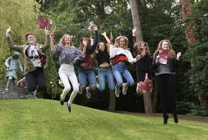 Pacemaker Press 24/8/2017  Top achievers  as Pupils at Victoria College in Belfast receive their GCSE results on Thursday. Around 30,000 pupils received their grades , as  Northern Ireland students  make steady improvements in GCSEs, with small rises across the grades in examinations in 2017. One in ten entries were awarded the top A* grade, with almost 80 percent achieving A* - C grades. Pic Colm Lenaghan/Pacemaker
