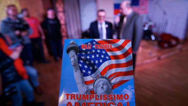 """Entertainer Willi Tokarev, center, an 82-year-old Russian emigre to the U.S. appears during a nightclub party entitled """"Trumplissimo America!"""" in Moscow, Russia, on Thursday, Jan. 19, 2017.  Twenty-four hours before Donald Trump is to be sworn in as president of the United States, people gathered at a Moscow nightclub to celebrate his inauguration. (AP Photo/Ivan Sekretarev)"""