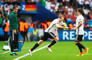 PARIS, FRANCE - JUNE 21: Andre Schuerrle (C) of Germany dashes into the pitch after replacing to Mario Goetze r0  during the UEFA EURO 2016 Group C match between Northern Ireland and Germany at Parc des Princes on June 21, 2016 in Paris, France.  (Photo by Alexander Hassenstein/Getty Images)