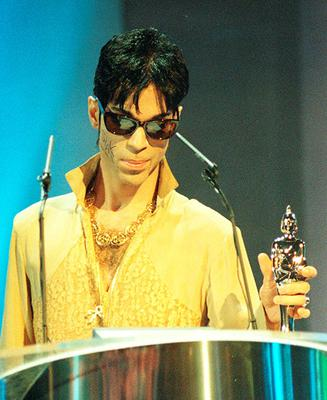 File photo dated 20/09/95 of Prince, who has died at the age of 57, his publicist said. PRESS ASSOCIATION Photo. Issue date: Thursday April 21, 2016. His body was discovered at his Paisley Park compound in Minnesota, where his recording studio is located early on Thursday. See PA story DEATH Prince. Photo credit should read: Fiona Hanson/PA Wire