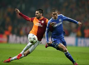 Hakan Balta of Galatasaray, left, and Fernando Torres of Chelsea fight for the ball at Turk Telekom Arena Stadium in Istanbul, Turkey, Wednesday, Feb. 26, 2014. (AP Photo)