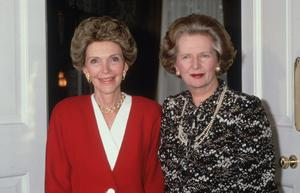 Nancy Reagan, the wife of  the former US president Ronald Reagan, with British prime minister Margaret Thatcher at Number 10, Downing Street on July 22, 1986.  (Photo by Hulton Archive/Getty Images)