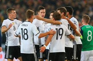 HANOVER, GERMANY - OCTOBER 11:  Julian Draxler of Germany celebrates with team mates after scoring his sides first goal during the FIFA 2018 World Cup Qualifier between Germany and Northern Ireland at HDI-Arena on October 11, 2016 in Hanover, Lower Saxony.  (Photo by Martin Rose/Bongarts/Getty Images)