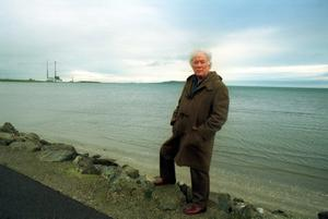 File Pics Seamus Heaney Had Died Today. Irish Poet Seamus Heaney at Sandymount in Dublin. 1995 Pic Photocall Ireland