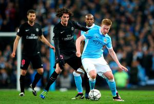 MANCHESTER, UNITED KINGDOM - APRIL 12:  Kevin de Bruyne of Manchester City holds off Adrien Rabiot of Paris Saint-Germain during the UEFA Champions League quarter final second leg match between Manchester City FC and Paris Saint-Germain at the Etihad Stadium on April 12, 2016 in Manchester, United Kingdom.  (Photo by Alex Livesey/Getty Images)