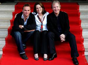 2006: Sigourney Weaver with Director Marc Evans and co-star Alan Rickman at the Dominion theatre in Edinburgh for the Premier of Snow Cake during the Edinburgh International Festival. Andrew Milligan/PA Wire