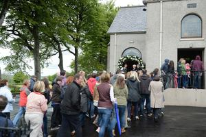 1/6/2013. Members of the public are allowed in to watch to the wedding of Helen McConnell to Manchester United and Northern Ireland football star Jonny Evans at Clough Presbyterian Church in County Antrim this afternoon. Picture Charles McQuillan/Pacemaker.