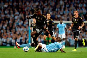 Manchester City's Yaya Toure and Juventus' Paul Pogba (left) battle for the ball during the UEFA Champions League match at the Etihad Stadium, Manchester. PRESS ASSOCIATION Photo. Picture date: Tuesday September 15, 2015. See PA story SOCCER Man City. Photo credit should read: Martin Rickett/PA Wire