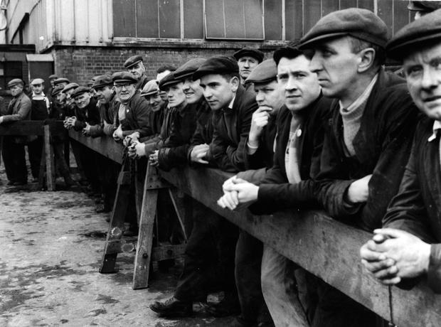 """Shipyard workers watching the launch of the """"Canberra"""". 11/3/1960 BELFAST TELEGRAPH COLLECTION/NMNI"""