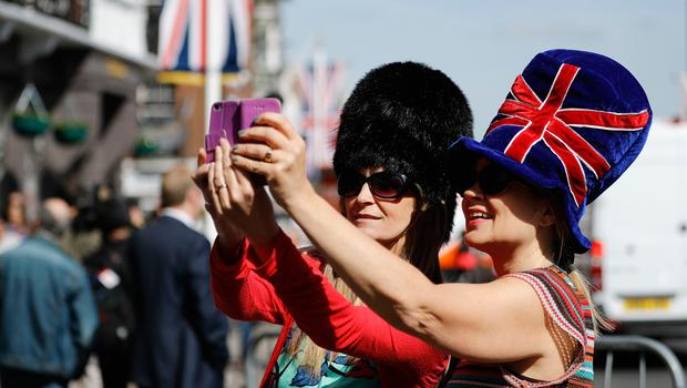 Visitors take a selfie photograph near Windsor Castle in Windsor on May 18, 2018, the day before the Royal wedding.  Britain's Prince Harry and US actress Meghan Markle will marry on May 19 at St George's Chapel in Windsor Castle. / AFP PHOTO / Tolga AKMENTOLGA AKMEN/AFP/Getty Images