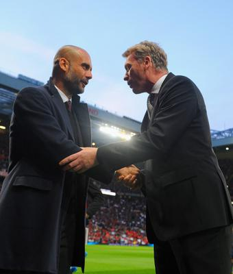 MANCHESTER, ENGLAND - APRIL 01:  Pep Guardiola head coach of Bayern Muenchen shakes hands with David Moyes manager of Manchester United during the UEFA Champions League Quarter Final first leg match between Manchester United and FC Bayern Muenchen at Old Trafford on April 1, 2014 in Manchester, England.  (Photo by Michael Regan/Bongarts/Getty Images)