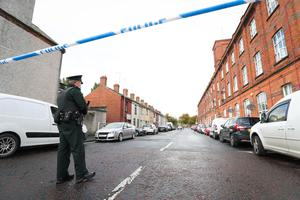 General view of PSNI officers during a security alert at Woodville Street area of Lurgan County Armagh. A 33 year old man has been arrested and is currently in police custody. Photo by Kelvin Boyes / Press Eye.