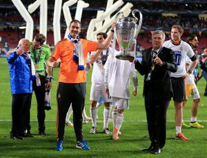 Real Madrid manager Carlo Ancelotti (right) and assistant head coach Paul Clement (left) celebrate with the UEFA Champions League Trophy after the UEFA Champions League Final at at the Estadio da Luiz, Lisbon, Portugal. PRESS ASSOCIATION Photo. Picture date: Saturday May 24, 2014. See PA story SOCCER Final. Photo credit should read: Nick Potts/PA Wire. RESTRICTIONS: Editorial use only. No commercial use. No video emulation. No false commercial association.