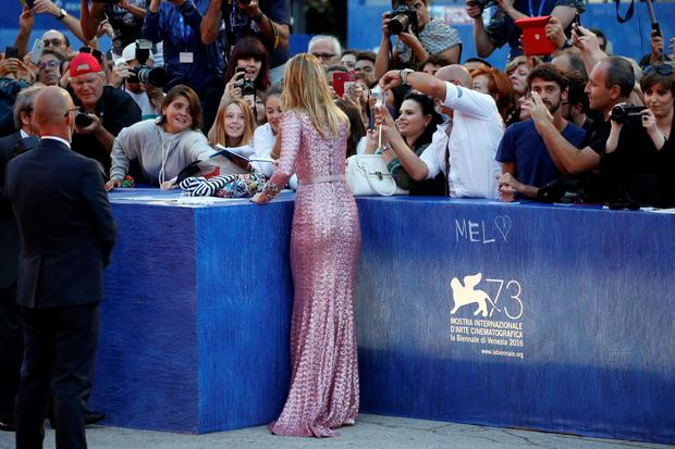 VENICE, ITALY - SEPTEMBER 06:  Actress Suki Waterhouse signs autographs at the premiere of 'The Bad Batch' during the 73rd Venice Film Festival at Sala Grande on September 6, 2016 in Venice, Italy.  (Photo by Andreas Rentz/Getty Images)