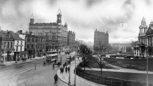 Belfast. Streets. City Centre. Donegall Square. Belfast City Hall.  1932