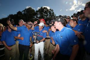 SYDNEY, AUSTRALIA - DECEMBER 01:  Rory McIlroy of Northern Ireland poses with the Australian Open trophy and greenkeeping staff after victory during day four of the 2013 Australian Open at Royal Sydney Golf Club on December 1, 2013 in Sydney, Australia.  (Photo by Mark Metcalfe/Getty Images)