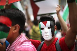 Pro-Palestine demonstrators face off with pro-Israel demonstrators on July 22, 2014 in Chicago, Illinois. (Photo by Scott Olson/Getty Images)