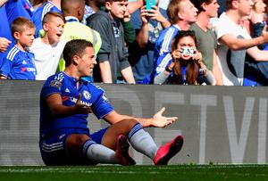 LONDON, ENGLAND - SEPTEMBER 19: Eden Hazard of Chelsea appeals to the referee during the Barclays Premier League match between Chelsea and Arsenal at Stamford Bridge on September 19, 2015 in London, United Kingdom.  (Photo by Ross Kinnaird/Getty Images)