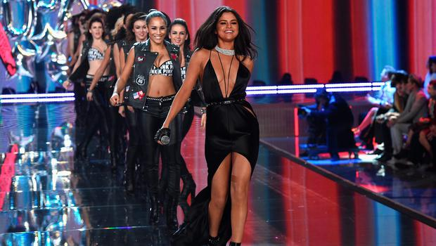 NEW YORK, NY - NOVEMBER 10:  Singer Selena Gomez performs on the runway with dancers during the 2015 Victoria's Secret Fashion Show at Lexington Avenue Armory on November 10, 2015 in New York City.  (Photo by Dimitrios Kambouris/Getty Images for Victoria's Secret)