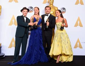 HOLLYWOOD, CA - FEBRUARY 28:  (L-R) Actor Mark Rylance, winner of Best Supporting Actor for 'Bridge of Spies,' actress Brie Larson, winner of Best Actress for 'Room,' actor Leonardo DiCaprio, winner of Best Actor for 'The Revenant,' and actress Alicia Vikander, winner of Best Supporting Actress for 'The Danish Girl,' pose in the press room during the 88th Annual Academy Awards at Loews Hollywood Hotel on February 28, 2016 in Hollywood, California.  (Photo by Jason Merritt/Getty Images)