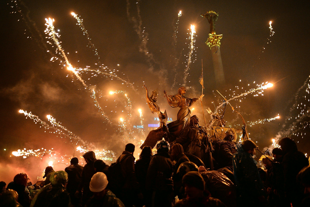Anti-government protesters let off fireworks during demonstrations in Independence Square on February 19, 2014 in Kiev, Ukraine. Photo by Jeff J Mitchell/Getty Images