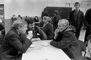 File photo dated 13/02/84 of Tony Benn (right) and Roy Hattersley (left) with works convenor Mick Thorpe in his factory canteen.The veteran politician Tony Benn died at home today at the age of 88, his family said in a statement.  PRESS ASSOCIATION Photo. Issue date: Friday March 14, 2014. See PA story DEATH Benn. Photo credit should read: PA/PA Wire