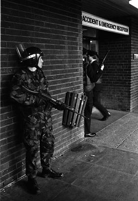 PACEMAKER PRESS INTL. BELFAST. Security forces guard the ward in which Gerry Adams was in at the RVH after being shot three times. 15/3/84. 214/84/bw