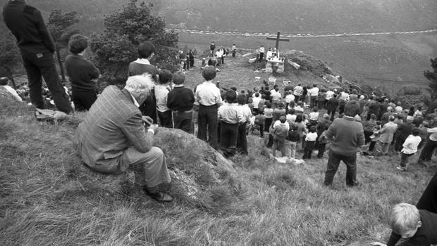 view of the Mass Rock altar and the crowd assembling for the Mass Rock event in the Mourne Mountains, mid-1980s.