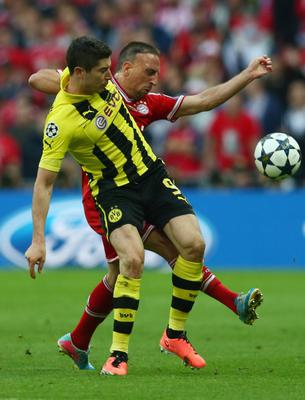 LONDON, ENGLAND - MAY 25:  Robert Lewandowski of Borussia Dortmund (L) in action with Franck Ribery of Bayern Muenchen during the UEFA Champions League final match between Borussia Dortmund and FC Bayern Muenchen at Wembley Stadium on May 25, 2013 in London, United Kingdom.  (Photo by Alex Grimm/Getty Images)